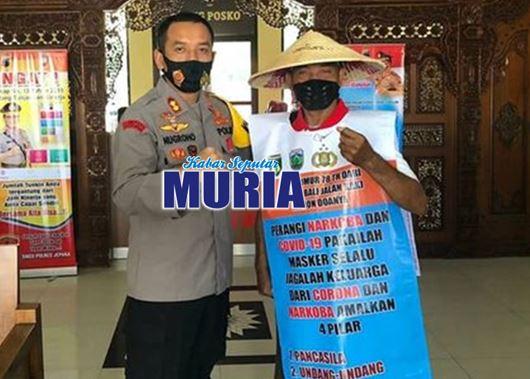 Warga Jepara Ini  Berjalan Kaki Dari Jepara ke Bali , Ini Penyebabnya
