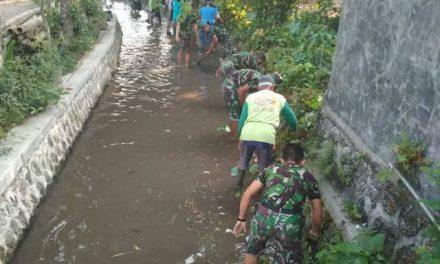 Karya Bhakti Pembersihan Aliran Sungai di Desa Wonosalam Demak Cegah Banjir