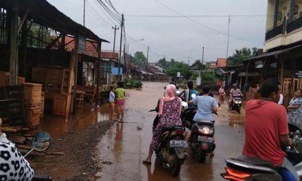 Hujan Mengguyur Jepara, Sejumlah Rumah dan Jalan Raya Tergenang