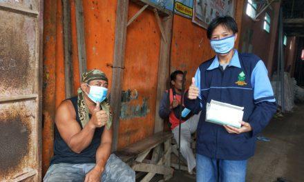 MAHASISWA UIN WALISONGO SEMARANG MELAKUKAN PEMBAGIAN MASKER SEBAGAI PENCEGAHAN COVID-19