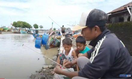 Jalan Jalan Ke Kali Panggung Jepara , Memancing dan Mbranjang Ikan