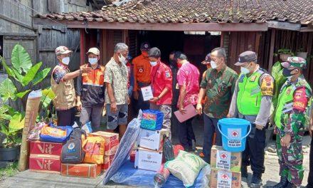 Bantuan Untuk Pak Waluyo Warga Desa Brambang , Yang Rumahnya Terbakar