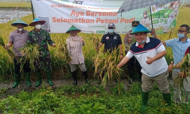 Bersama Global Wakaf – ACT, Bupati Blora Dukung Aksi Penyelamatan Petani Padi