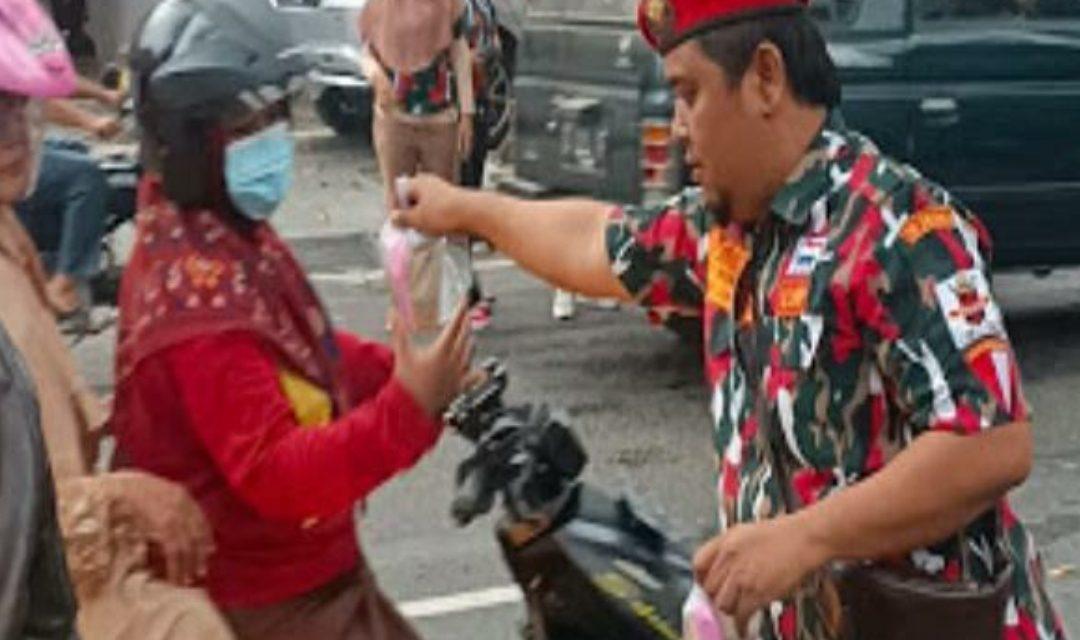 Laskar Merah Putih Provinsi Jawa Tengah Bagi bagi takzil Dan Buka Bersama