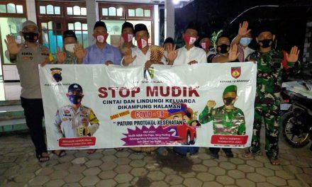 Tetap Waspada Covid 19 , Bagikan Masker untuk Jamaah Shalat Tarawih