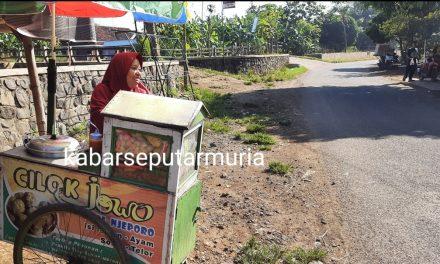 Ibu Penjual Cilok ini Bersyukur Dapat Bantuan BPUM 3,6 Juta Rupiah