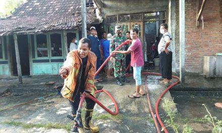 Ditinggal ke Sawah , Rumah Mbah  Sumirah  Ludes Dilalap Si Jago Merah