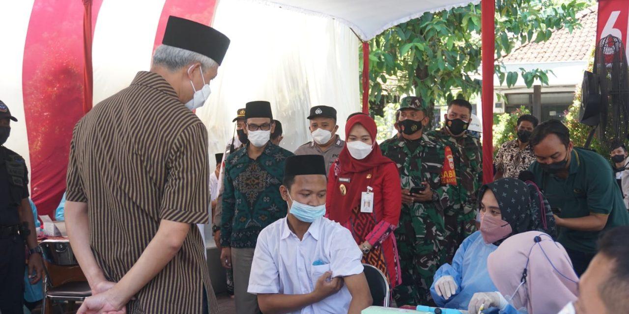 Vaksinasi di Ponpes Girikusumo Mranggen Ditinjau Gubernur Ganjar , Bupati dan Kodim 0716/Demak